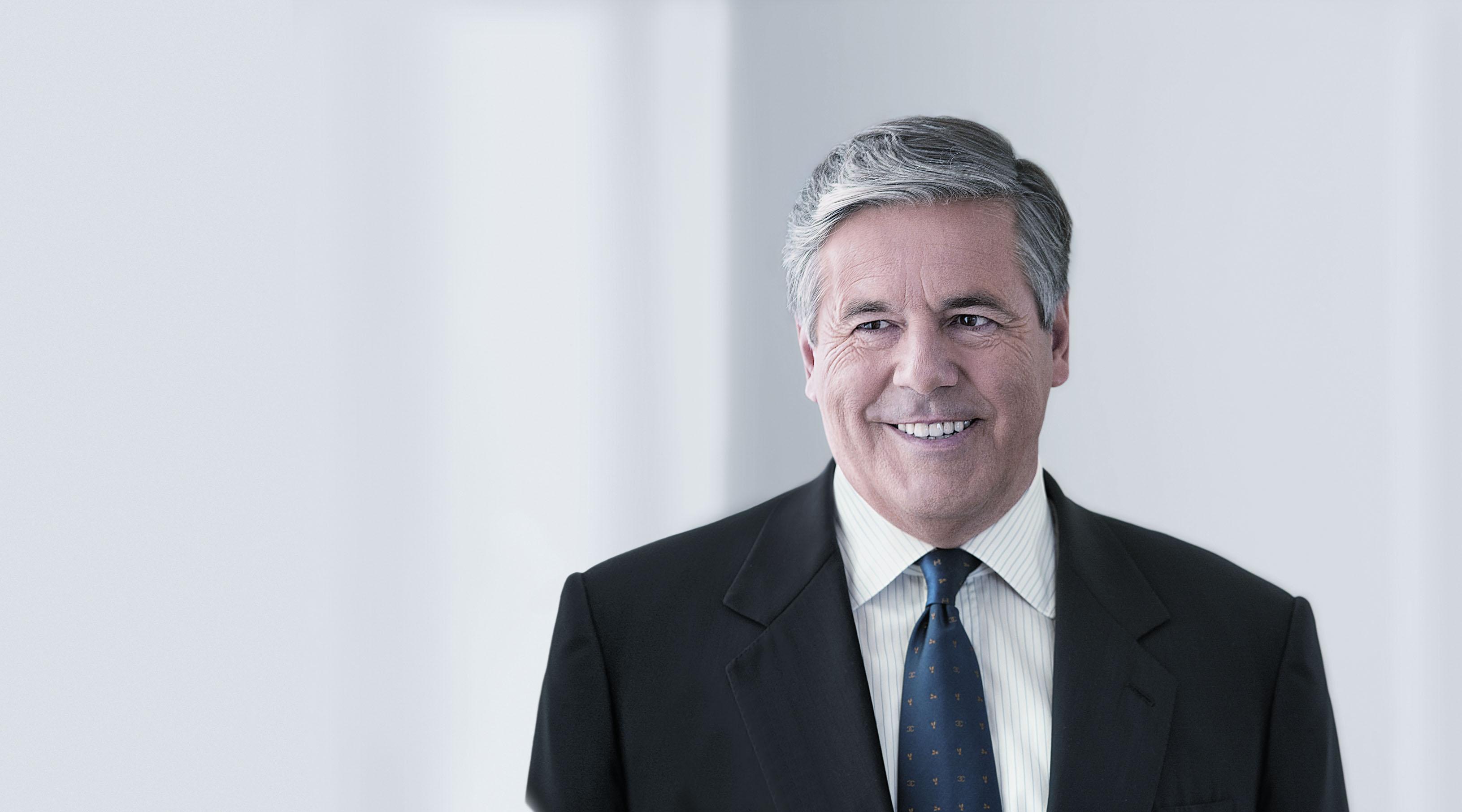 josef ackermann Das manager gehalt von josef ackermann kann sich sehen lassen die deutsche bank sicherte sich ihre spitzenposition und trotzte internationalen.
