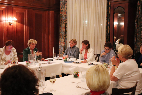 Sitzung der Gruppe der Frauen am 26. September 2018, Gast: Generalsekretärin Annegret Kramp-Karrenbauer | Foto Diana Tuppack | Creative Commons-Lizenz CC BY-ND-4.0